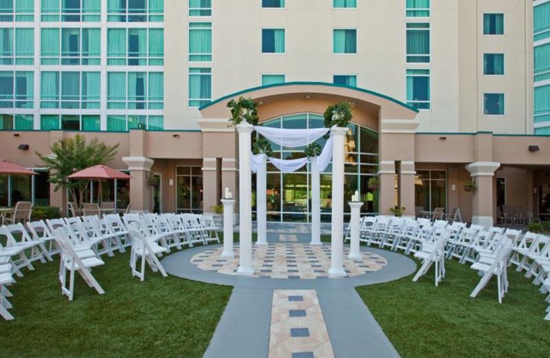 Wedding in Courtyard at Crowne Plaza Orlando Universal Hotel
