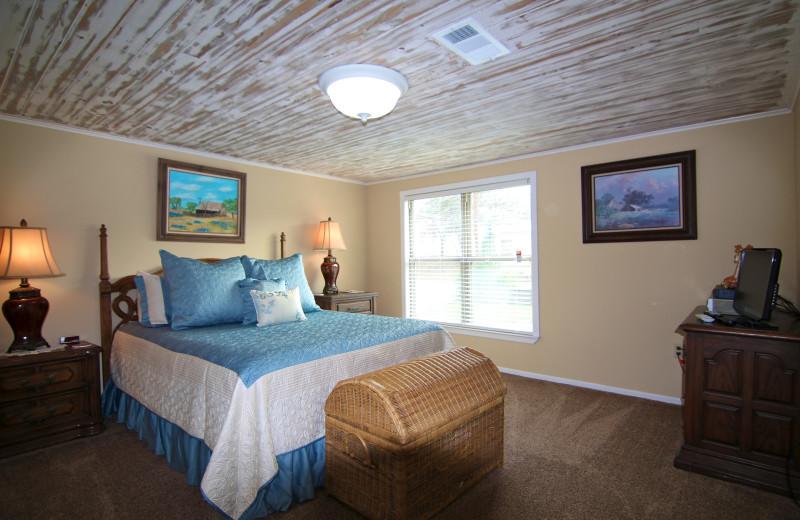 Cedar Rock Lake LBJ Rental House - 3/2, Sleeps 12 in beds