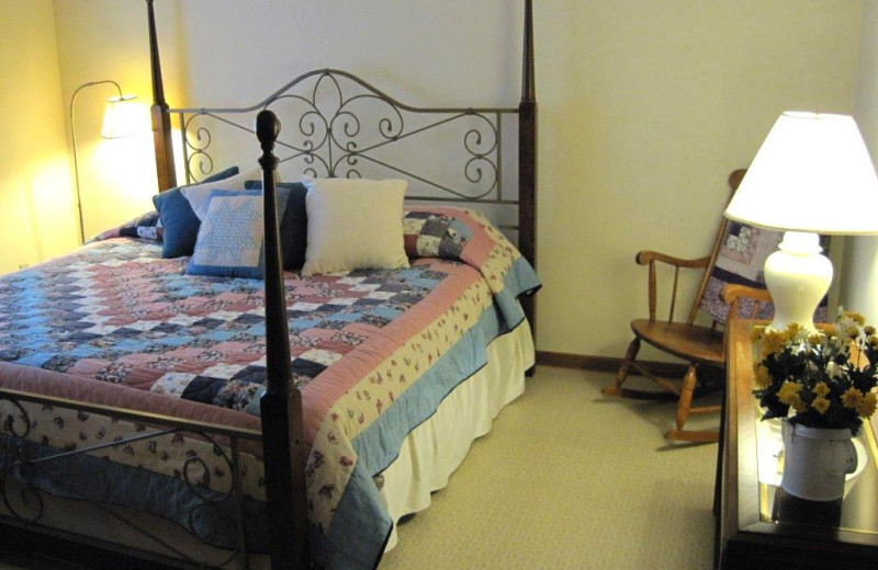 Guest room at Cozy Quilt Cottage.