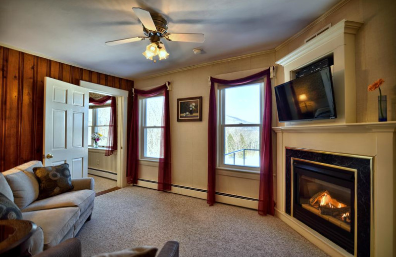 Guest living room at Darby Field Inn.
