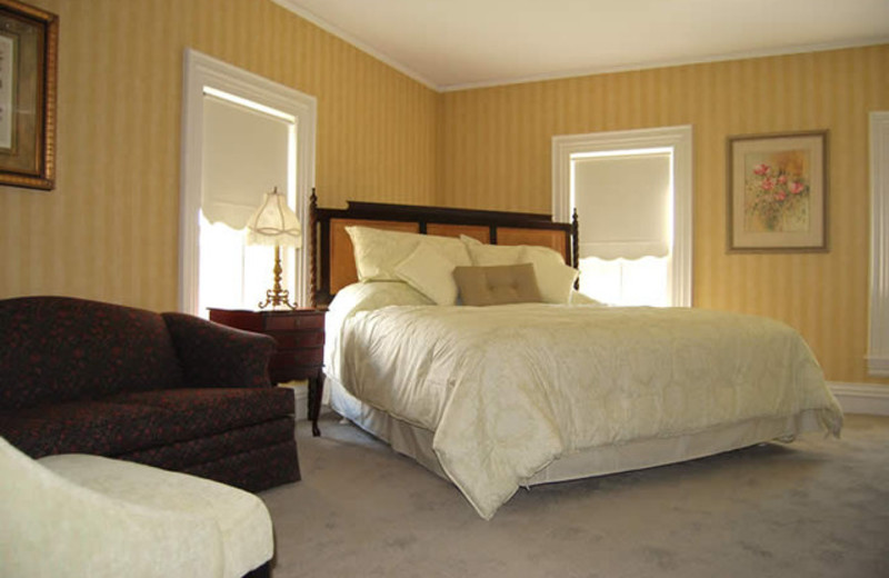 Oxen Yoke Inn & Motel bedroom at North Conway Lodging.