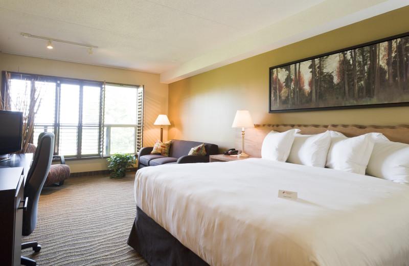Guest Room at Horseshoe Resort