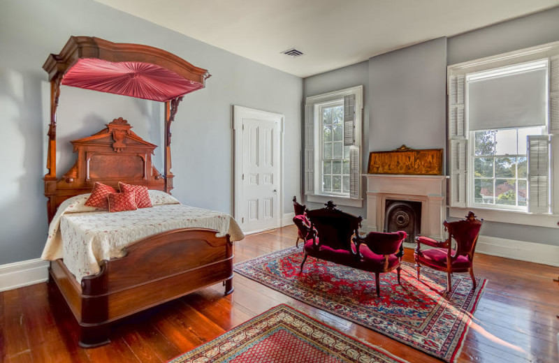Guest room at The Duff Green Mansion.