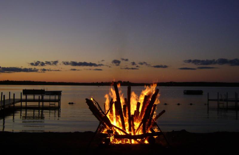 Bonfire by the lake at Timber Bay Lodge & Houseboats.