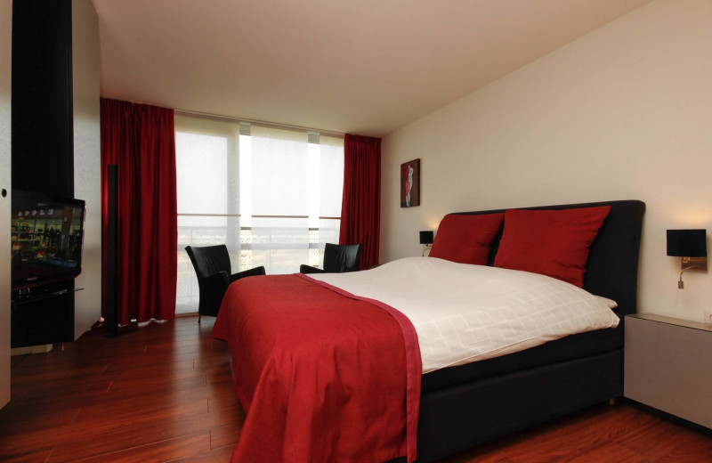 Guest room at Apple Park Hotel Maastricht.