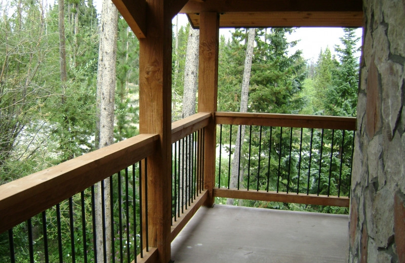 Rental deck at Mtn Managers Lodging.