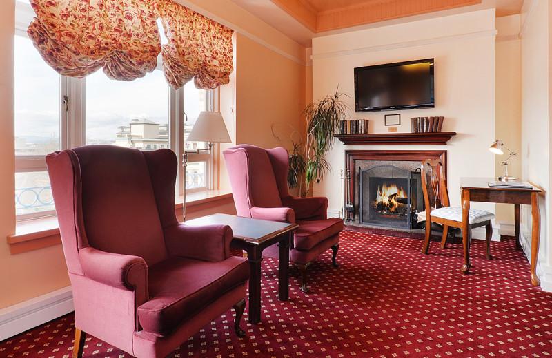 Guest room at Bedford Regency.