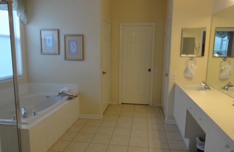 Rental bathroom at Orlando Sunshine Villas.