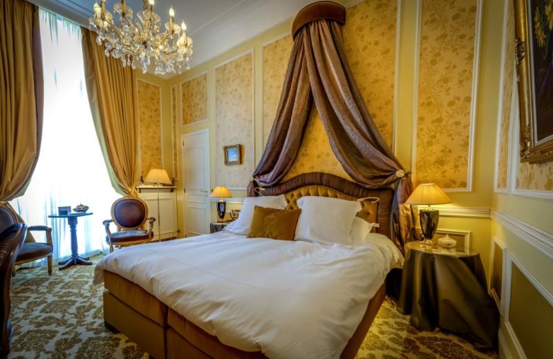 Guest room at Relais & Châteaux Hôtel Heritage.