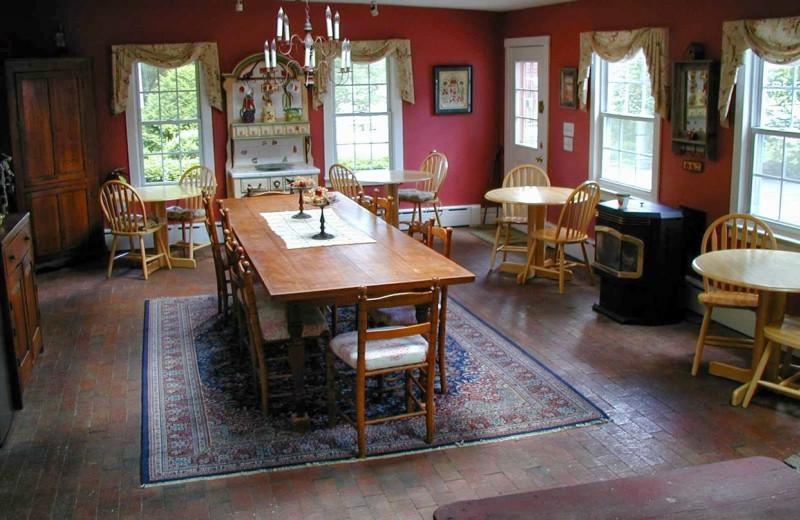 Dining room at Apple Valley Inn.