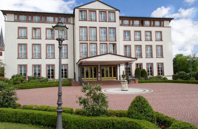 Exterior view of Schloss Reinhartshausen Hotel and Weingut.