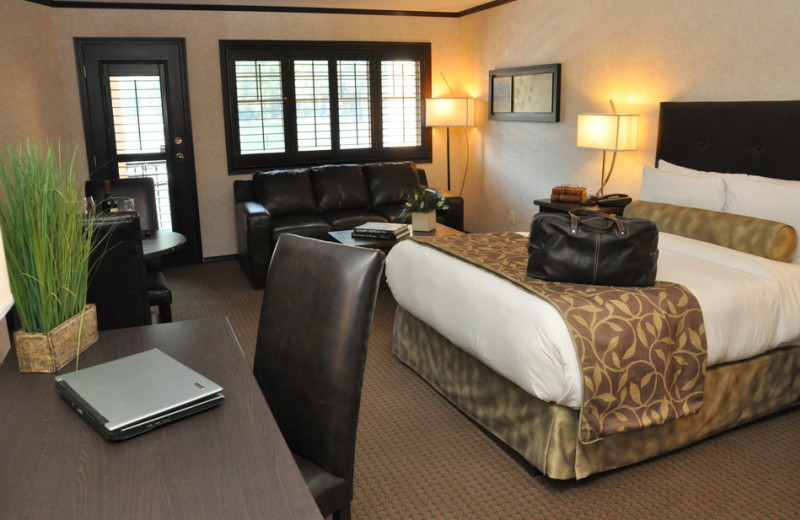 Guest room at The Prestige Lakeside Resort & Convention Centre.