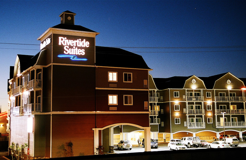 Exterior view of Rivertide Suites Hotel.