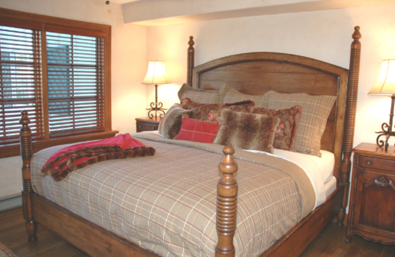 Guest bedroom at The Borders Lodge.