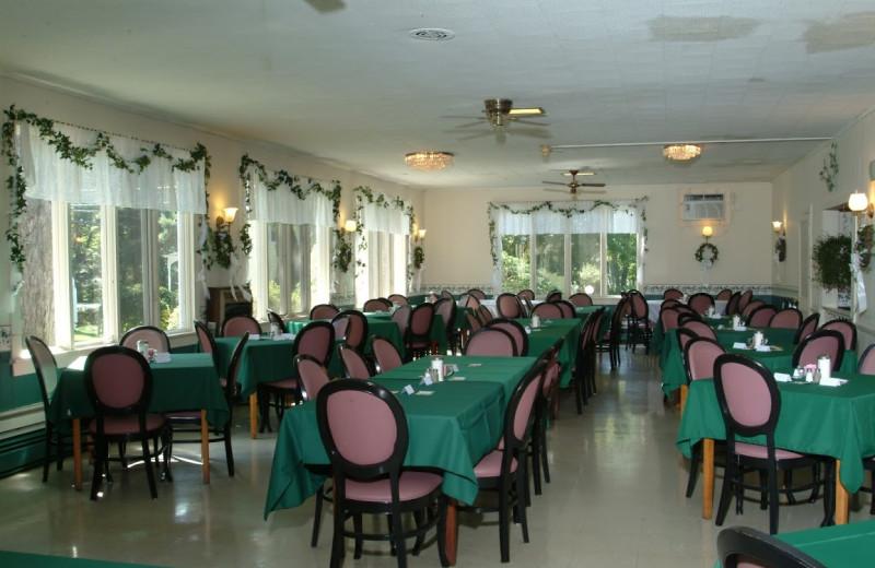 Dining room at Chestnut Grove Resort.