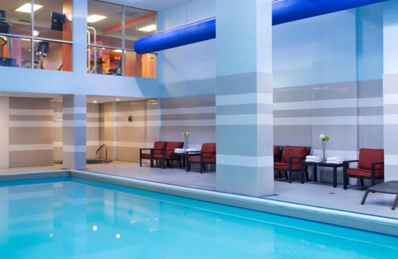 Indoor pool at Hotel Indigo OTTAWA DOWNTOWN CITY CENTRE.