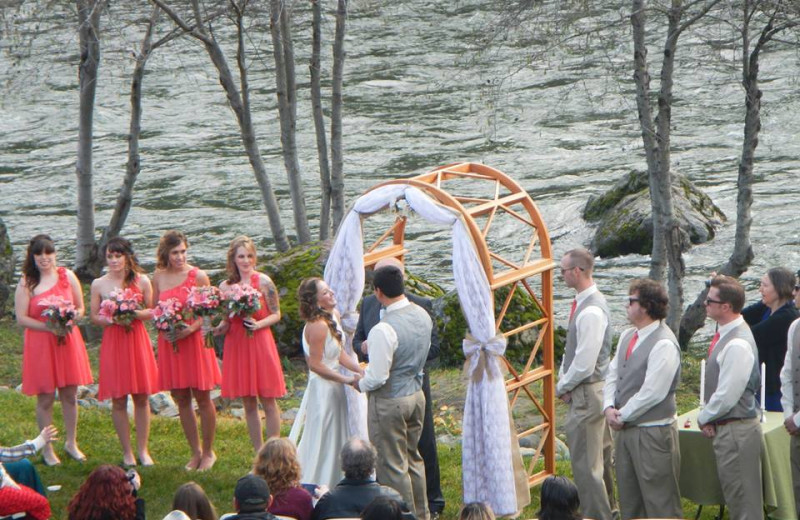 Wedding by the river at Strawhouse Resorts.