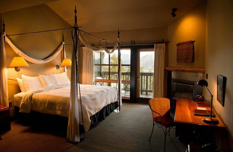 Guest room at Sun Mountain Lodge.