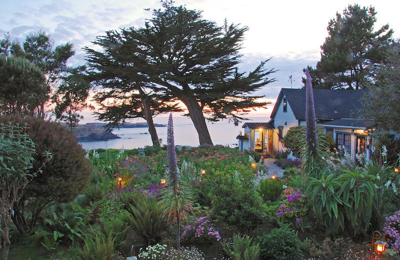 Exterior view of Agate Cove Inn.