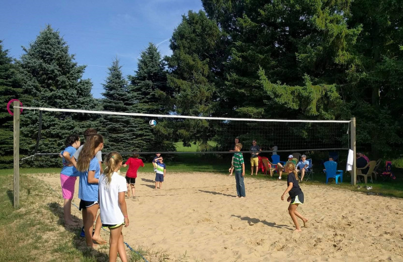 Family reunions love the big backyard at the Hop & Vine Inn! Play some sand volleyball, climb on the playground, make a delicious dinner on the gas grills, play the complimentary yard games, or enjoy a campfire with s'mores!