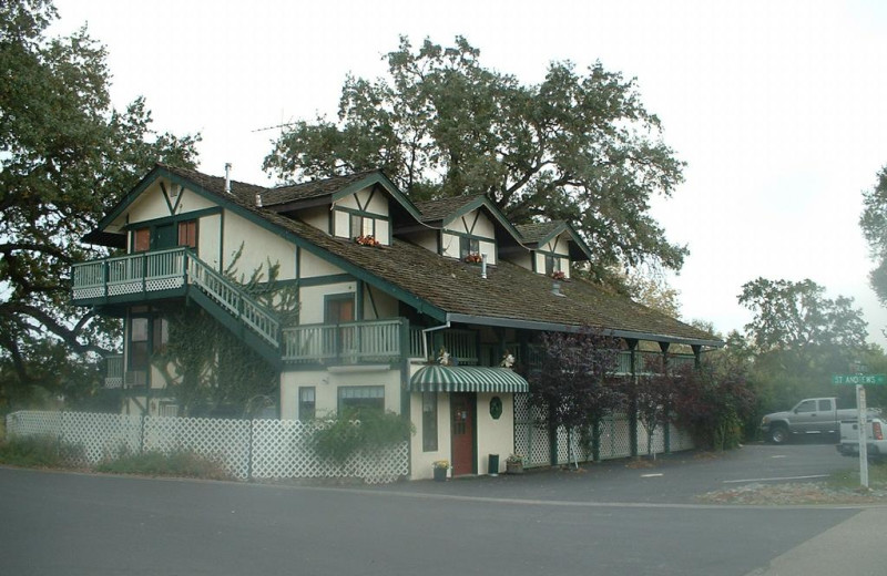 Exterior view of The 10th Green Inn at La Contenta.