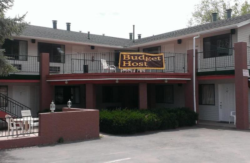 Exterior view of Prescott Sierra Inn.