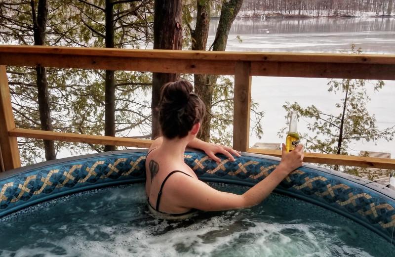 Hot tub at Bobs Lake Cottages.