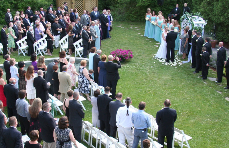 Outdoor wedding at The Spa at Norwich Inn.
