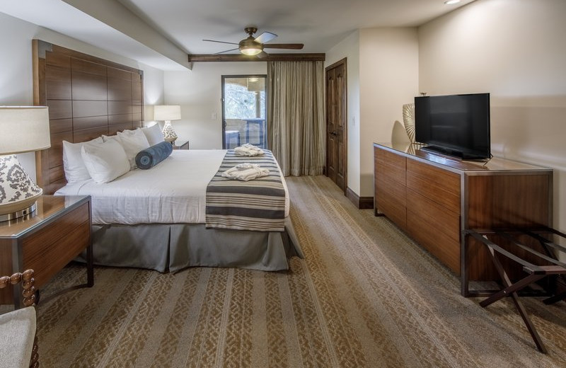 Guest bedroom at Holiday Inn Club Vacations Scottsdale Resort.