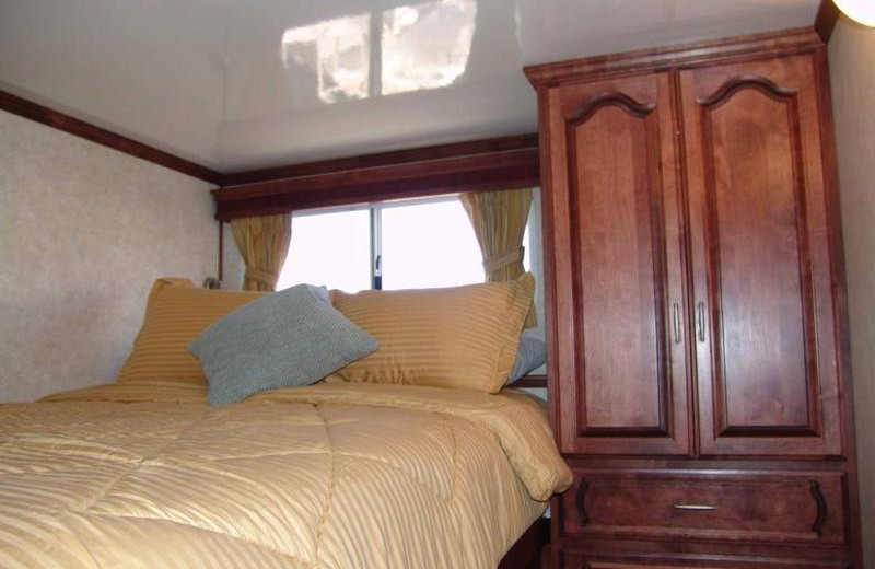 The 75' Platinum houseboat bedroom at Antelope Point.