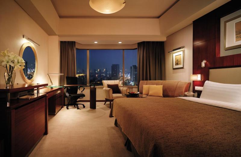 Guest room at Shangri-La Hotel-Qingdao.