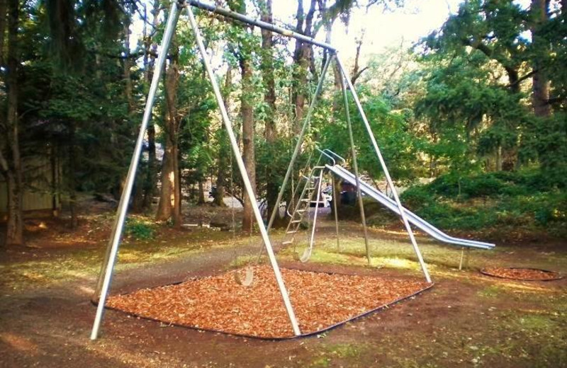 Outdoor playground at Vagabond Lodge.