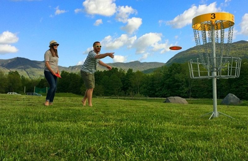Couple playing disc golf at Smugglers' Notch Resort.