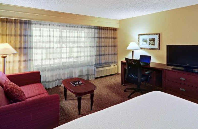 Guest room at Courtyard Fort Worth West/Lands End.