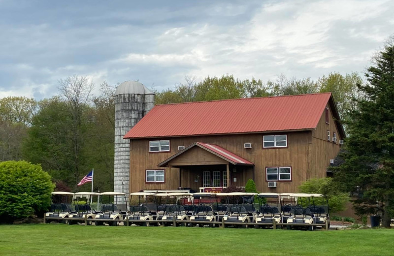 Exterior view of Spring Valley Golf and Lodge.