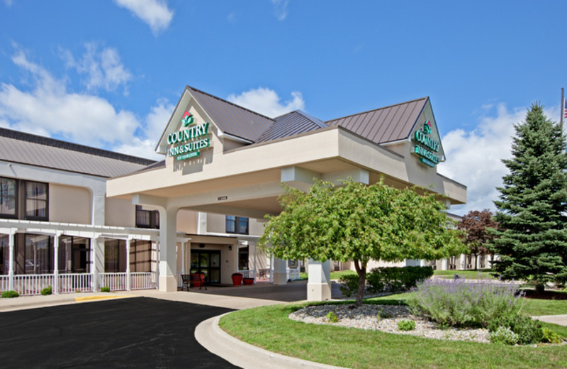 Exterior view of Country Inn & Suites.