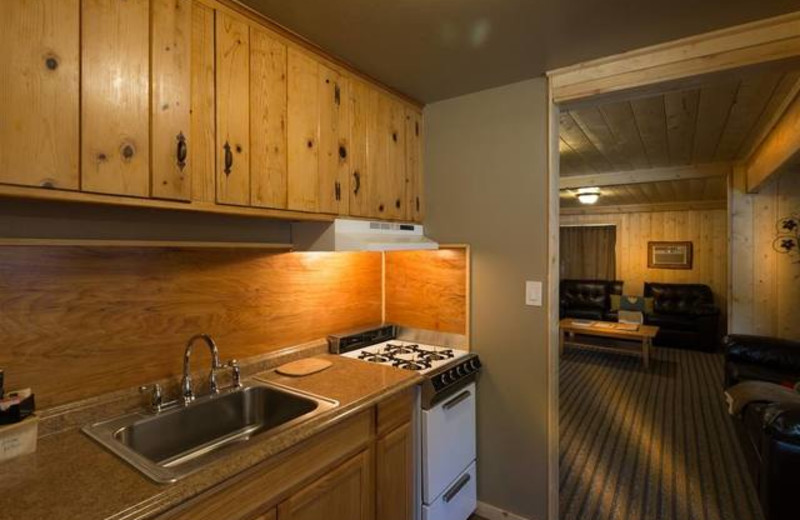 Guest Kitchen at Sleepy Hollow Cabins & Hotel