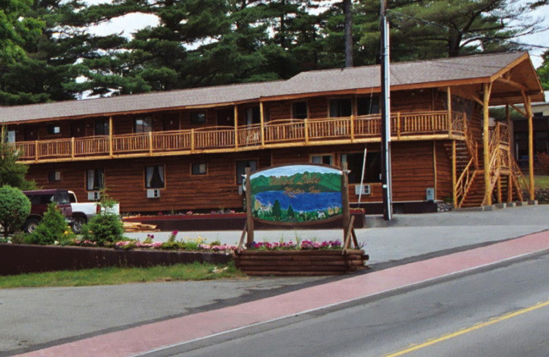 Exterior view of Woodlake Inn.