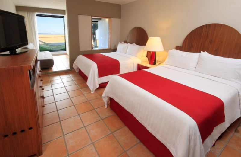 Guest room at Holiday Inn Resort Los Cabos All Inclusive.