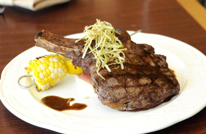 Dining at Rocky Crest Golf Resort.