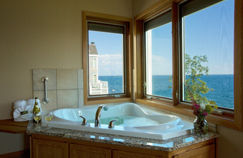 Guest jacuzzi at Bluefin Bay on Lake Superior.