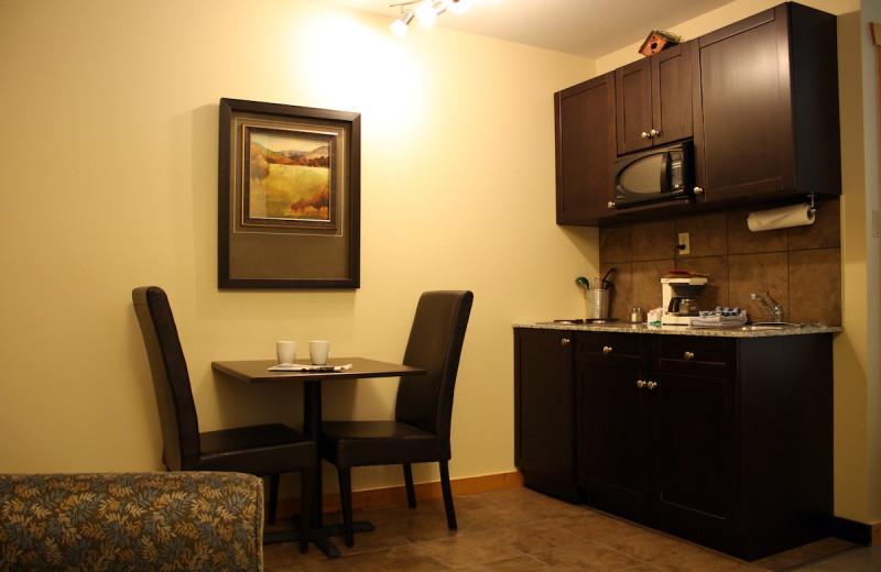 Guest kitchenette at Overlander Mountain Lodge.