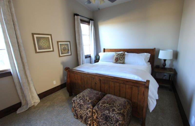 Rental bedroom at The Vineyard at Florence.