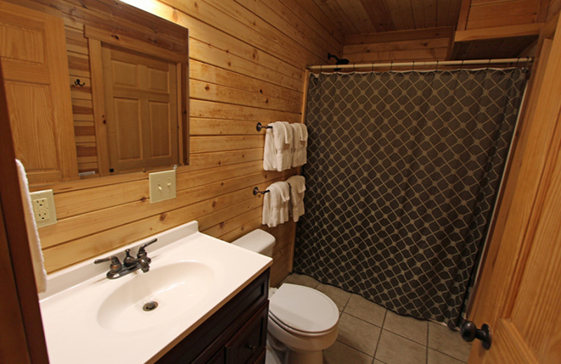 Cabin bathroom at Cut Above Cabins.