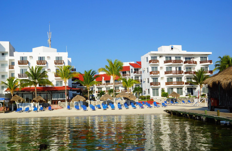 Exterior view of Imperial Las Perlas Cancun.