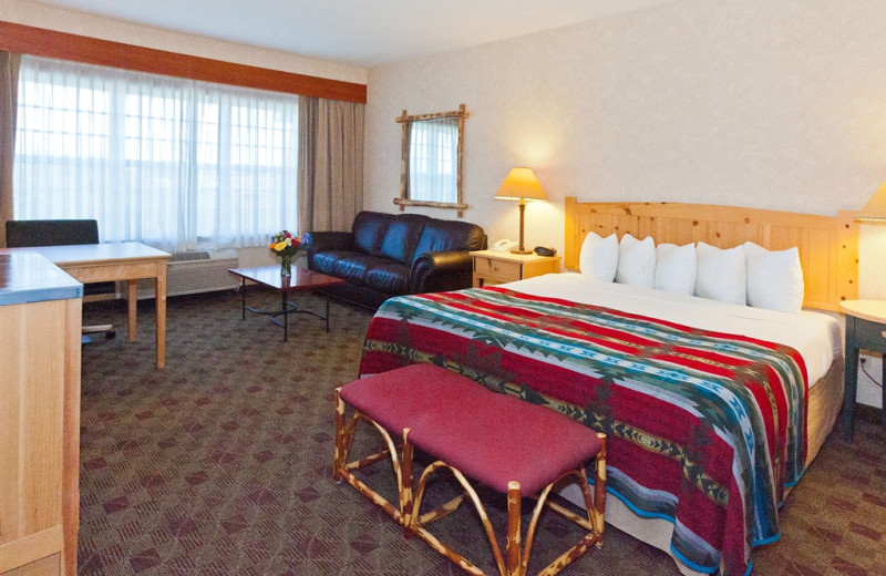 Suite bedroom at The Heathman Lodge.