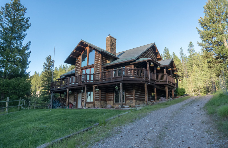 Exterior view of Montana River Lodge.