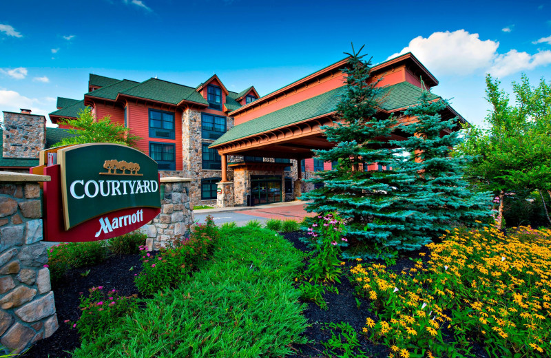 Exterior view of Courtyard by Marriott Lake Placid.