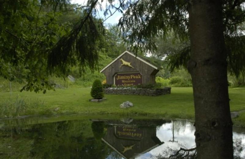 Entrance sign at Jiminy Peak Mountain Resort.