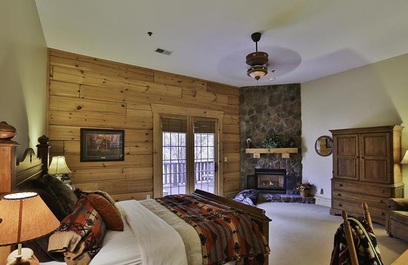 Guest room at House Mountain Inn.
